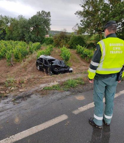 Herida grave una joven de 24 años al salirse el vehículo que conducía de la carretera N-111, en Viana