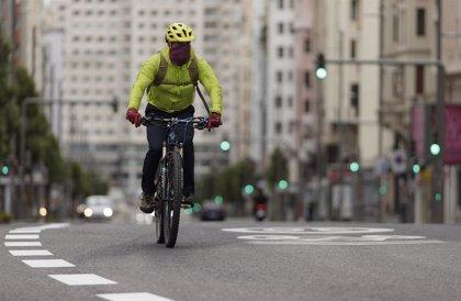 Ábalos anuncia un plan de fomento del uso de la bicicleta