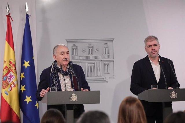 El secretario general de Comisiones Obreras (CCOO), Unai Sordo (dech) y el secretario general de UGT, Pepe Álvarez (izq)