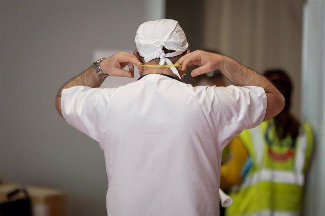 Imagen de recurso de un sanitario en la Comunidad de Madrid.