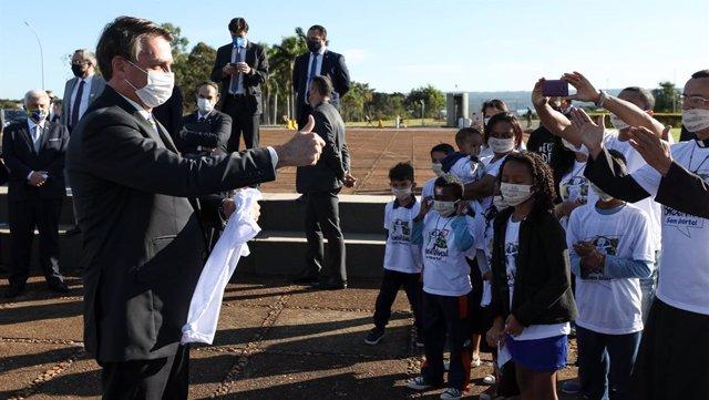 """Coronavirus.- Bolsonaro sigue el ejemplo de Trump y llama """"terroristas"""" a los ma"""
