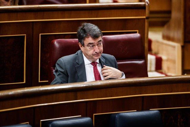 El portavoz del Partido Nacionalista Vasco en el Congreso de los Diputados, Aitor Esteban, durante la sesión del Congreso
