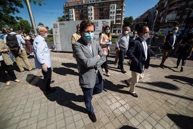 El alcalde de Madrid, José Luis Martínez-Almeida, acompañado del delegado del Área de Medio Ambiente y Movilidad, Borja Carabante, presenta una nueva medida de movilidad para la desescalada. En Madrid (España), a 27 de mayo de 2020.