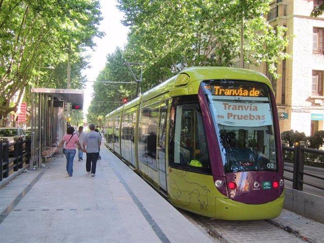 Tranvía de Jaén durante las pruebas de 2011/Archivo