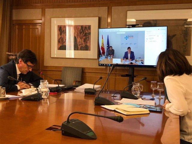 El ministro de Sanidad, Salvador Illa, se reúne por videoconferencia con el consejero de Murcia