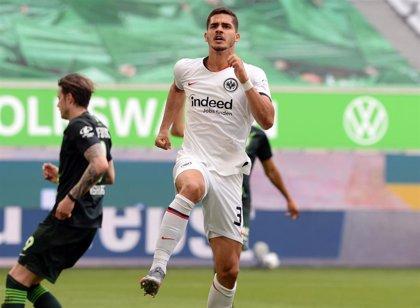 El Eintracht escapa de una zona roja que agobia al Werder Bremen