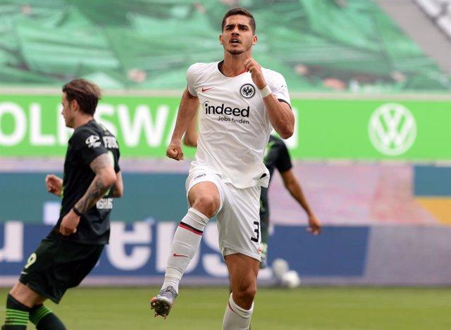 Fútbol/Bundesliga.- El Eintracht escapa de una zona roja que agobia al Werder Br