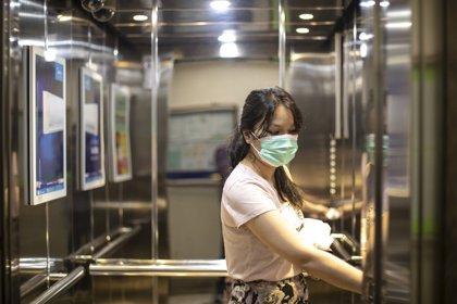 Cómo evitar el contagio de COVID-19 al salir a la calle, en el ascensor, en el trabajo...