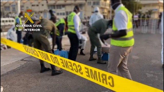La Guardia Civil interviene un velero con cinco toneladas de hachís