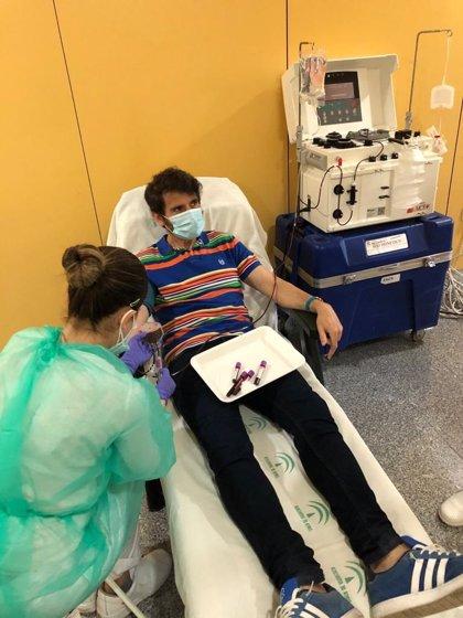 Sanitarios y pacientes del Hospital de Linares donan plasma tras haber superado el covid-19