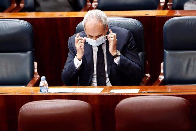 El consejero de Sanidad, Enrique Ruiz Escudero, al inicio este jueves de en una nueva sesión de control en la que la oposición pide a la presidenta regional que rinda cuentas sobre su gestión de la crisis sanitaria de la COVID-19 y sobre sus planes para e