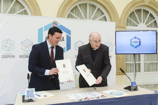 El presidente de la Diputación de Almería junto al obispo de Almería