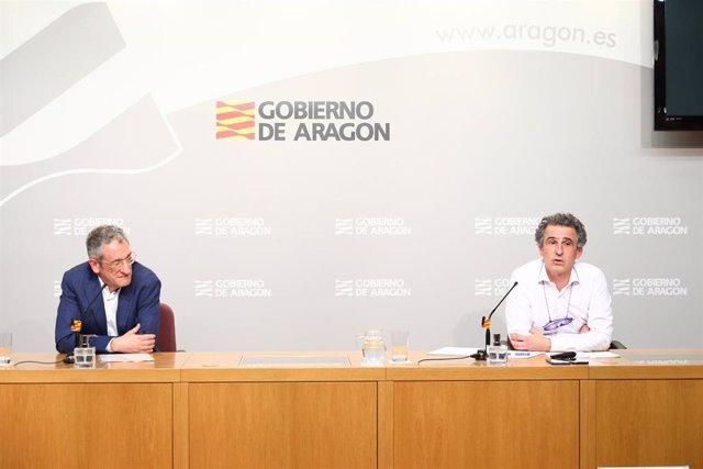 El director general de Asistencia Sanitaria de Aragón, José María Abad, y el director general de Salud Pública, Francisco Javier Falo.