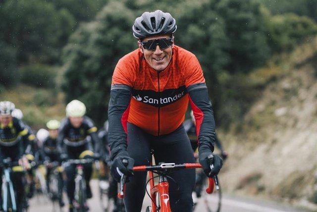 El pentacampeón del Tour de Francia Miguel Indurain, embajador de 123acorrer de Banco Santander