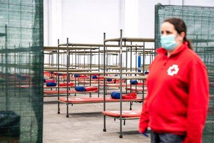 Banco Santander, Foment del Treball y Cruz Roja darán material sanitario a personas sin techo