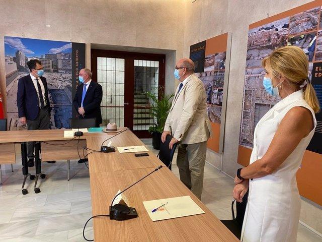 El alcalde de Murcia, José Ballesta, junto al presidente del Colegio de Médicos de la Región, Francisco Miralles