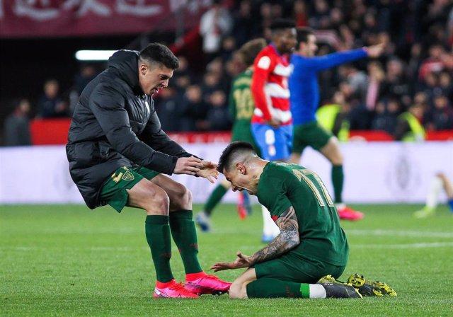 Capa celebra con Yuri Berchiche el pase del Athletic Club a la final de la Copa del Rey