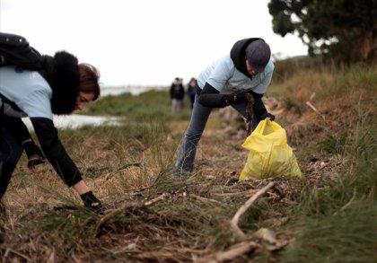 Carrefour y P&G lanzan una nueva edición de #MiPlayaSinPlásticos para mantener las costas libres de residuos