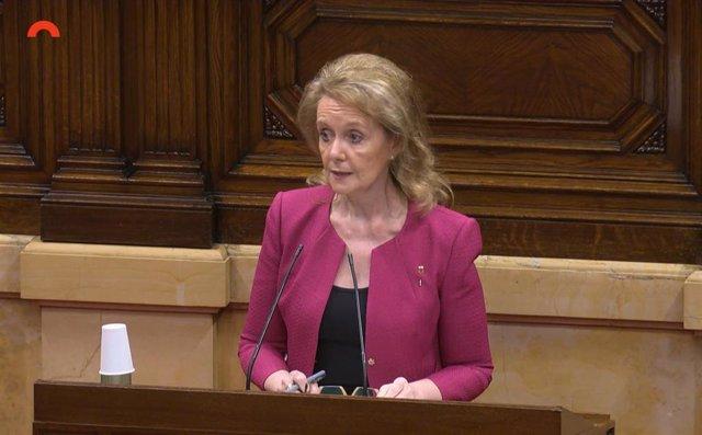 La consellera de Cultura de la Generalitat, Mariàngela Vilallonga, en el pleno del Parlament el 4 de junio.