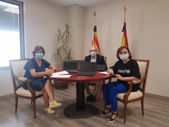 La consejera de Ciudadanía y Derechos Sociales, María Victoria Broto, y la vicepresidenta de Unicef en Aragón, Pilar Machín