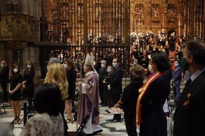 """Funeral en la Catedral de Sevilla por el """"valle de lágrimas"""" causado por el virus y llamada a la """"esperanza"""""""