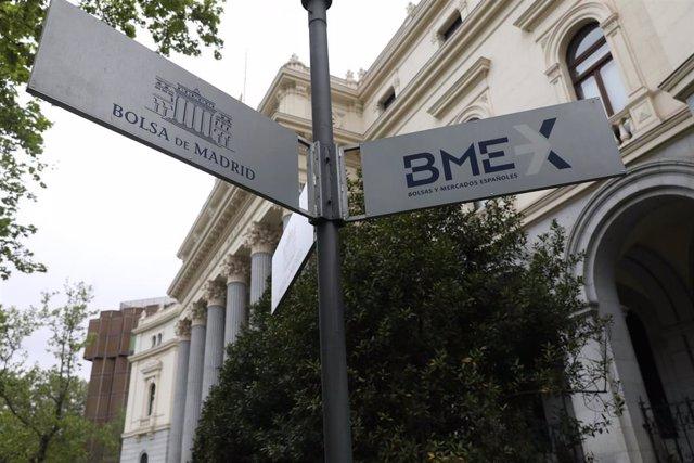 Cartel que indica el edificio de la Bolsa de Madrid