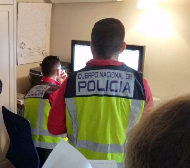 """P.N. """"La Policía Nacional Detiene A Una Mujer Por La Falsificación De 110 Recetas Para Adquirir Fármacos"""""""