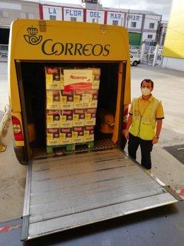 Correos transporta más de 23.000 libros de leche a los bancos de alimentos de An