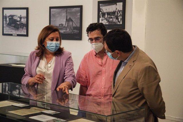 La consejera de Educación, Cultura y Deportes, Rosa Ana, en su visita al Archivo Histórico Provincial de Toledo.