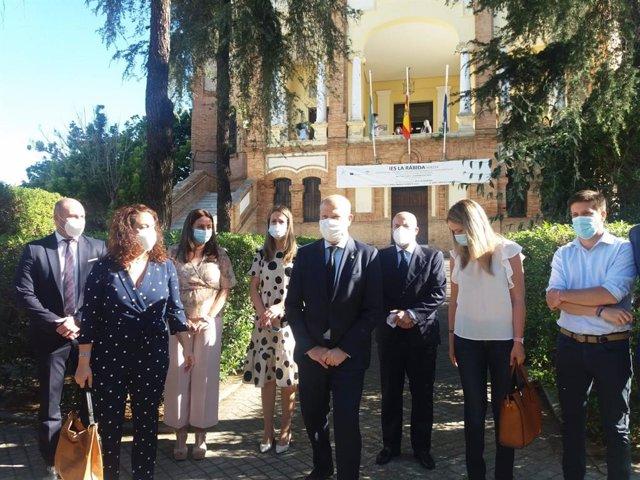 El consejero de Educación y Deporte de la Junta de Andalucía, Javier Imbroda, en su visita al IES La Rábida de Huelva.