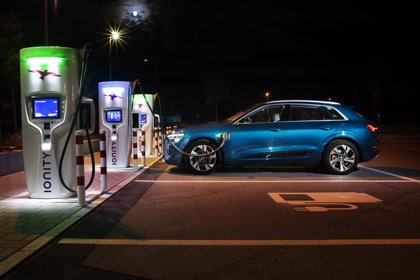Audi utiliza una carga de alto rendimiento para el e-tron, que puede recargarse en 45 minutos
