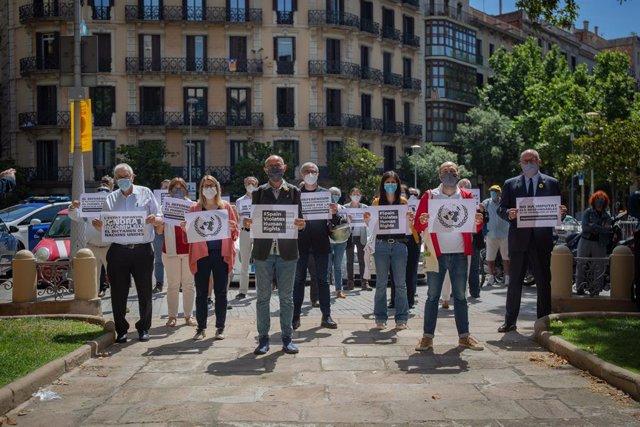 Protesta de partits i entitats independentistes davant la Delegació del Govern a Barcelona un any després de l'informe de l'ONU que demana alliberar als presos de el 1-O.