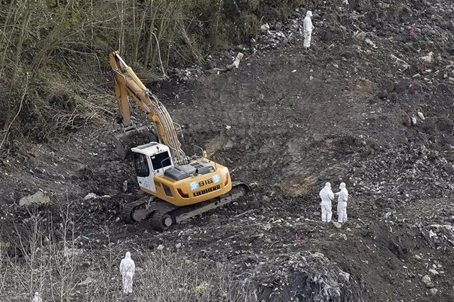 Imágen de archivo de una pala excavadora en el vertedero de Zaldibar (Bizkaia).