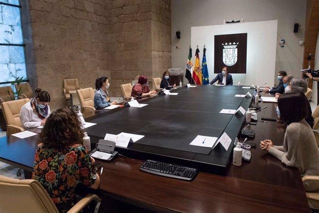 Reunión del Consejo de Gobierno de la Junta de Extremadura en el que se ha aprobado la modificación del decreto de concesión de las Medallas de la comunidad en 2020