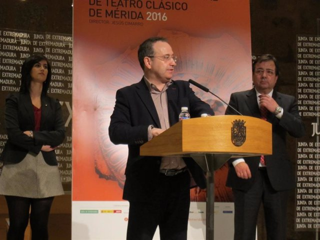 Jesús Cimarro, acompañado por Fernández Vara, en una imagen de archivo