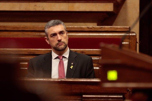 El conseller de Acción Exterior, Relaciones Institucionales y Transparencia, Bernat Solé, en el pleno del Parlament del 4 de junio de 2020