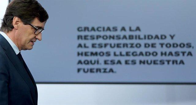 El ministro de Sanidad, Salvador Illa, a su llegada a la rueda de prensa posterior al Consejo de Ministros extraordinario de carácter no presencial. En Moncloa, Madrid (España), a 5 de junio de 2020.