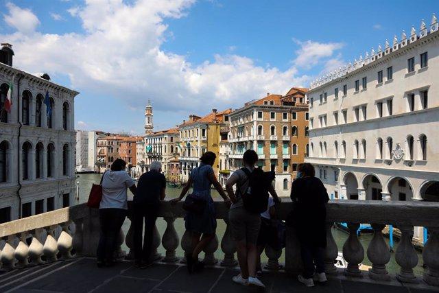Coronavirus.- Italia suma otros 500 contagios más, 400 de ellos en Lombardía