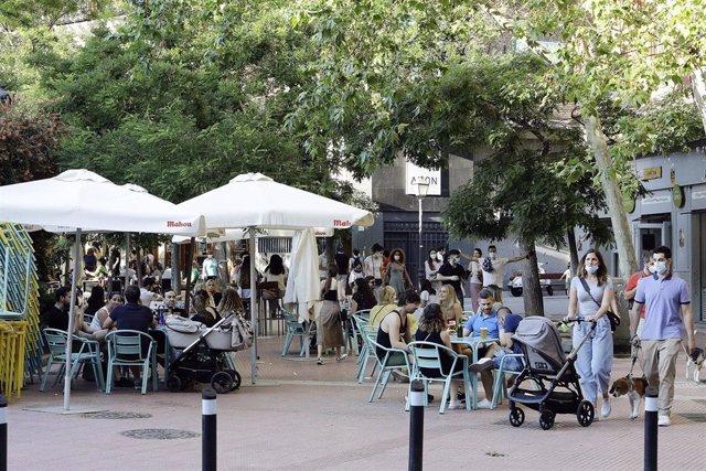 Terrazas en la Plaza de Olavide.