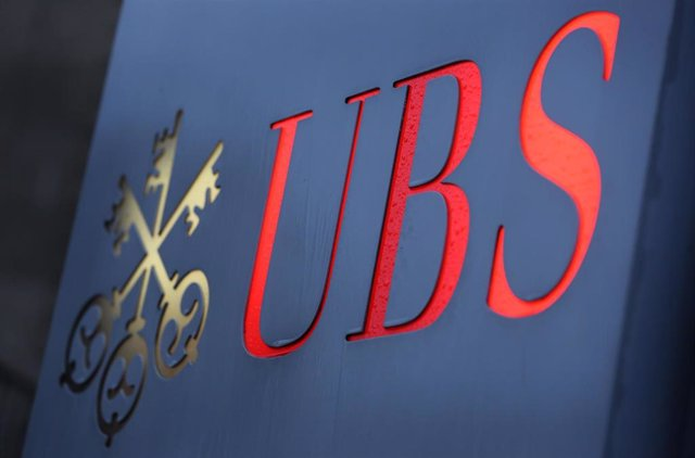 FILED - 04 December 2012, North Rhine-Westphalia, Duesseldorf: A general view of the Swiss bank UBS displayed in front of branch in Duesseldorf. Major wealth manager UBS saw its profit rise by 40 per cent to 1.6 billion dollars in the first quarter year-o