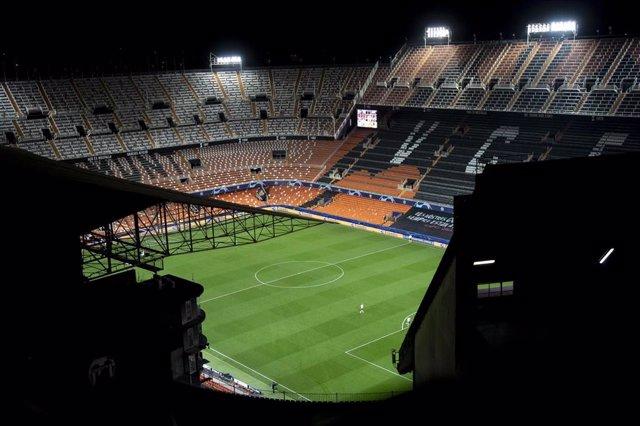 Gradas vacías del estadio de Mestalla