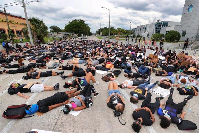 Protestas por la muerte de George Floyd en Orlando.