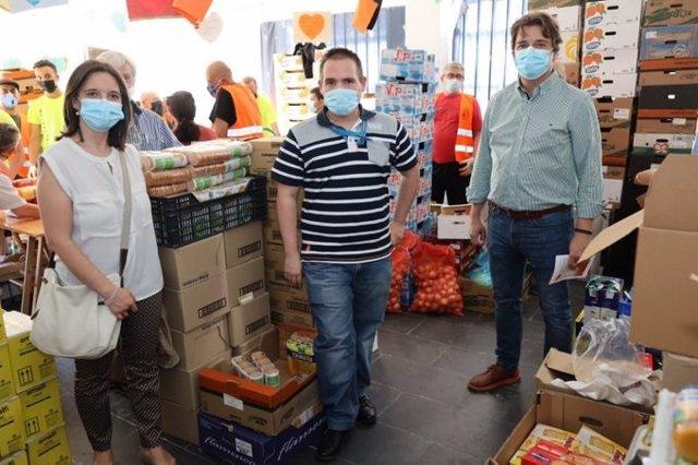Trabajadores de Metro donan 500 bolsas con alimentos para familias vulnerables en Fuenlabrada