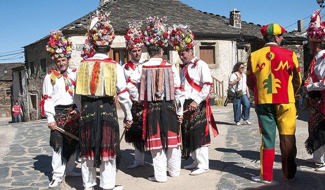 Danza de la Octava del Corpus en Valverde de los Arroyos.