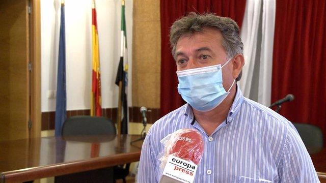 El alcalde de Orellana la Vieja (Badajoz).