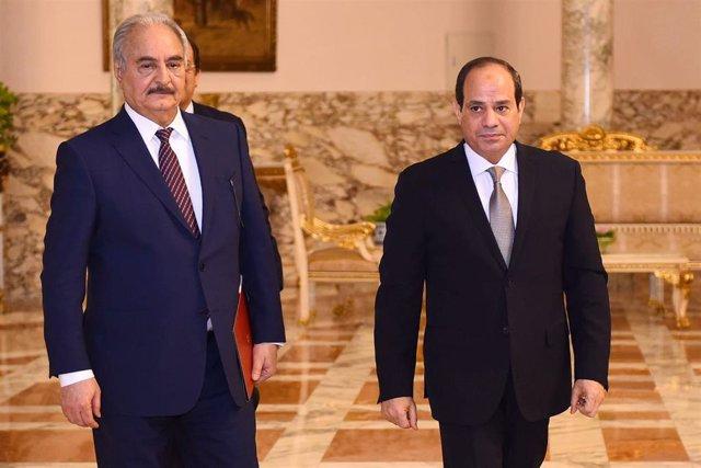 El mariscal Jalifa Haftar y el presidente de Egipto, Abdelfatá al Sisi