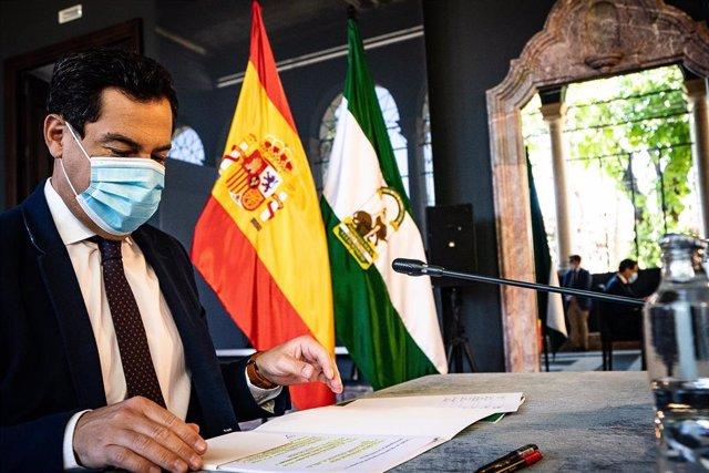 El presidente de la Junta de Andalucía, Juanma Moreno, este sábado en el Palacio de San Telmo.