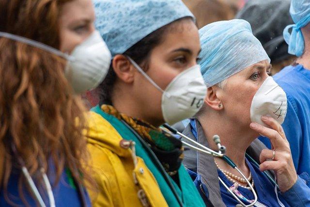 Coronavirus.- Casi 600 trabajadores sanitarios han muerto en EEUU desde el princ