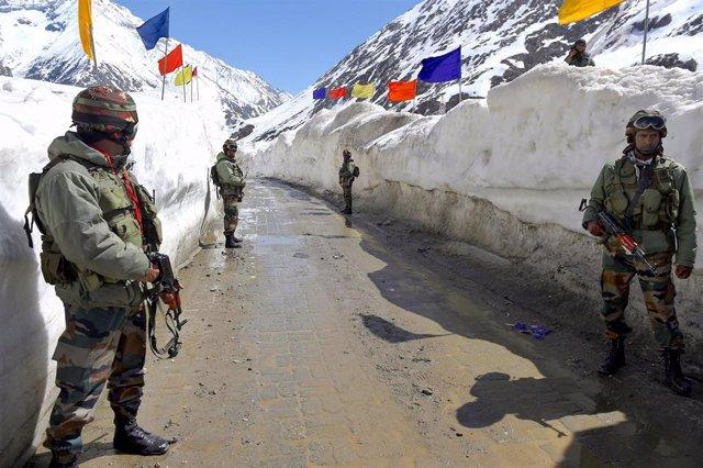 Vía de servicio en Ladaj, entre China e India