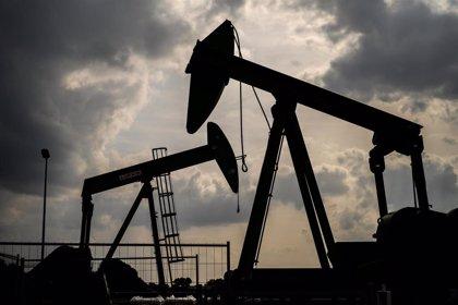 Los países de la OPEP pactan prorrogar la reducción de la producción de petróleo hasta finales de julio